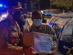 Kapolres Pelalawan Pimpin Patroli PPKM  Berskala Besar dan Bagikan Bantuan Paket Sembako