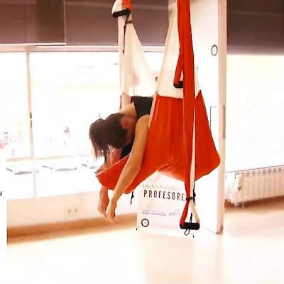 aeroyoga, yoga aereo, air yoga, sirena, posturas, ejercicios, deporte, sport, salud. wellness, bienestar, tendencias, tutorial, yoga aerea