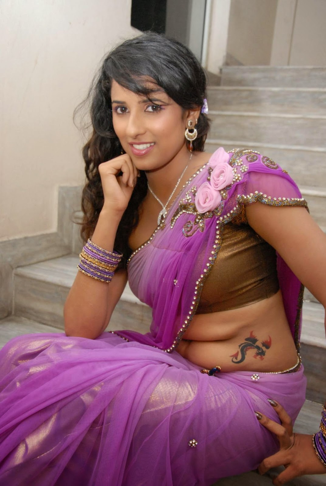 actress saree side boob and navel show