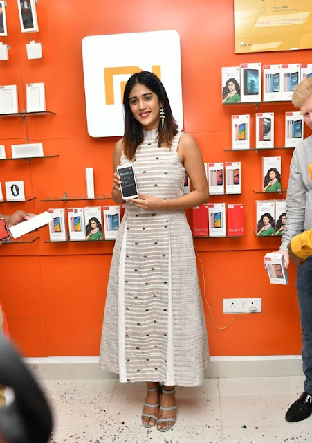 Chandini Chowdary Launches RedMi 6 Mobile at Cellbay Navel Queens