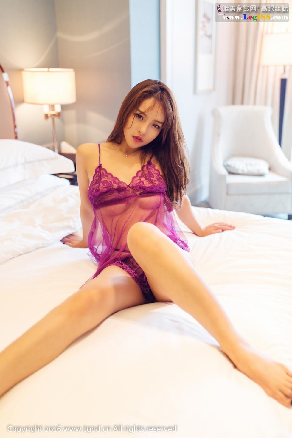 Hot Girl tự tin khoe ảnh trên giường đầy khiêu gợi