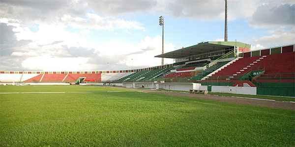 97bc949649993 A Confederação Brasileira de Futebol (CBF) anunciou na manhã desta  quarta-feira (27) uma alteração no horário da partida entre Vitória e  Coritiba