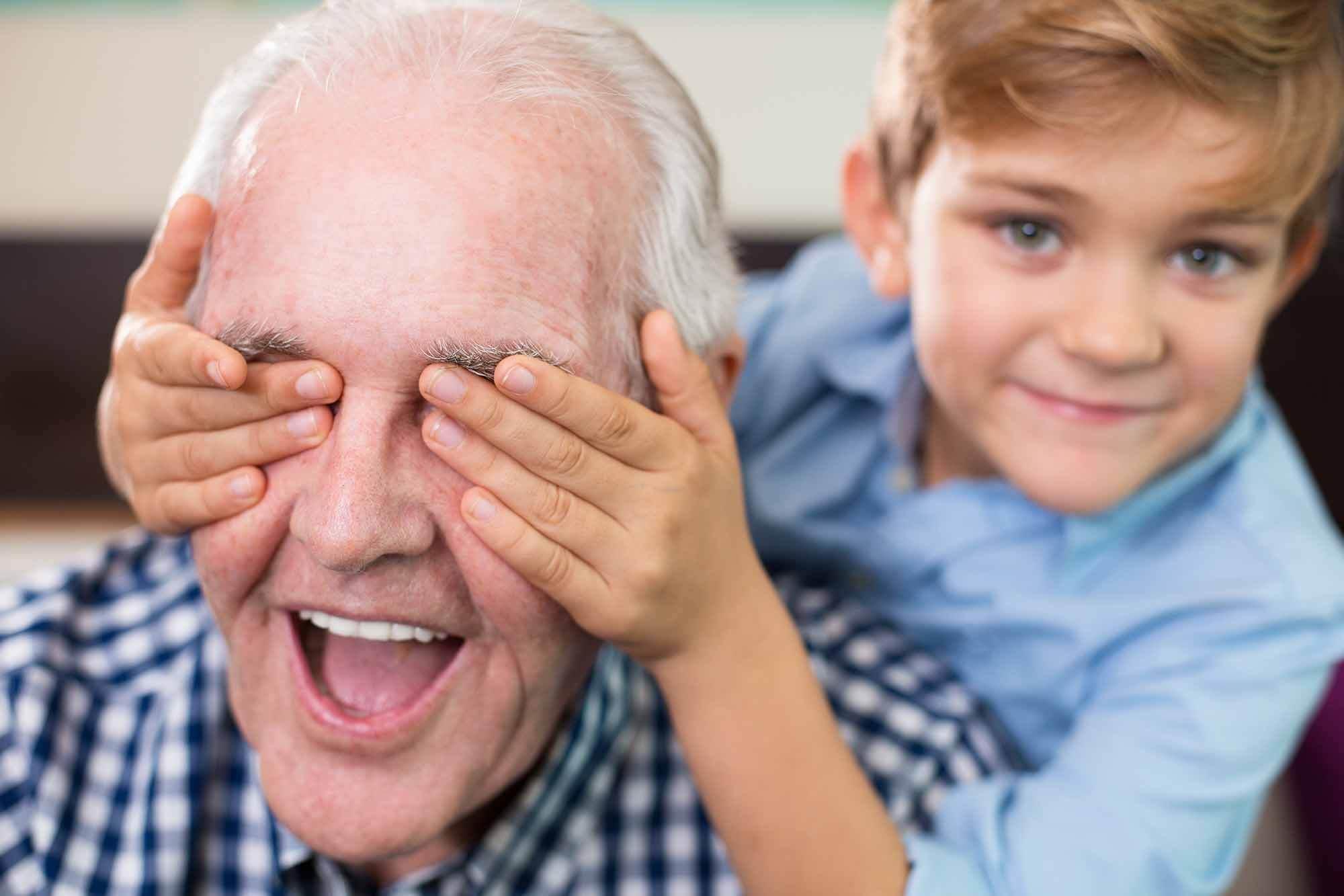 kakek nenek ikut mengasuh anak