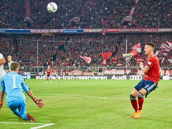 Các chân sút Bayern Munich bị kiểm soát.