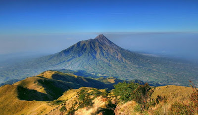 Gunung Merapi dan Gunung Merbabu