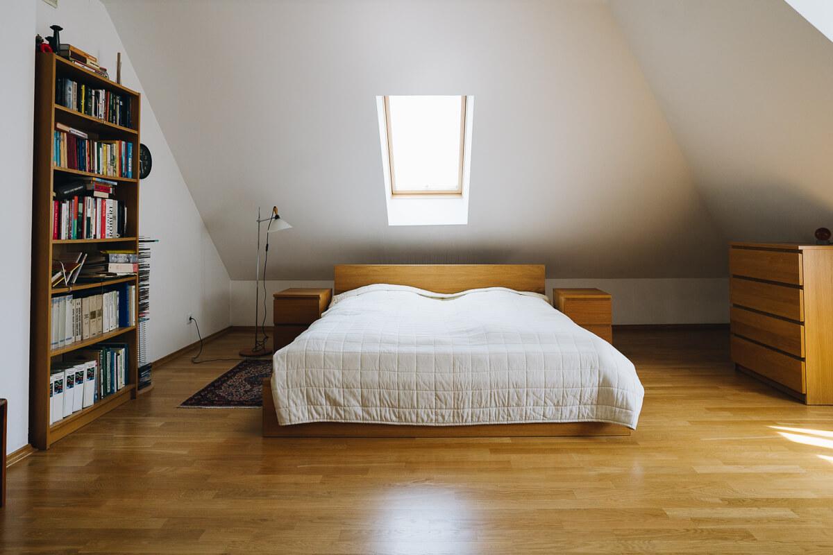 pusta sypialnia przed metamorfozą