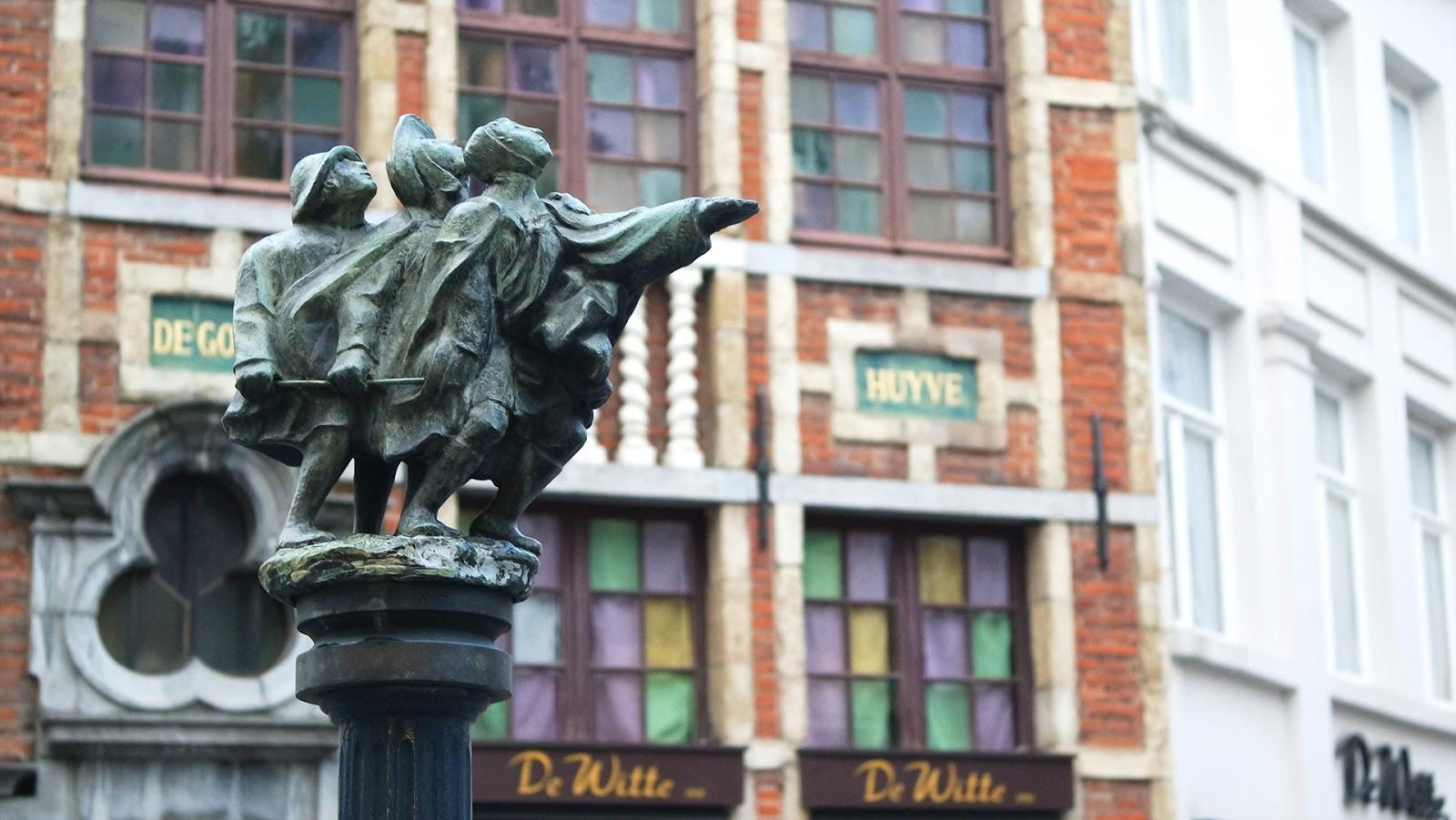Statue in Bruxelles street