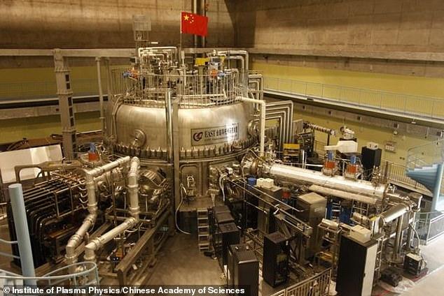 Reaktor paduan nuklear