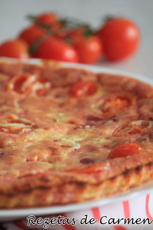 Quiche de salami y tomates cherry