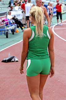 chica deportista ropa ajustada
