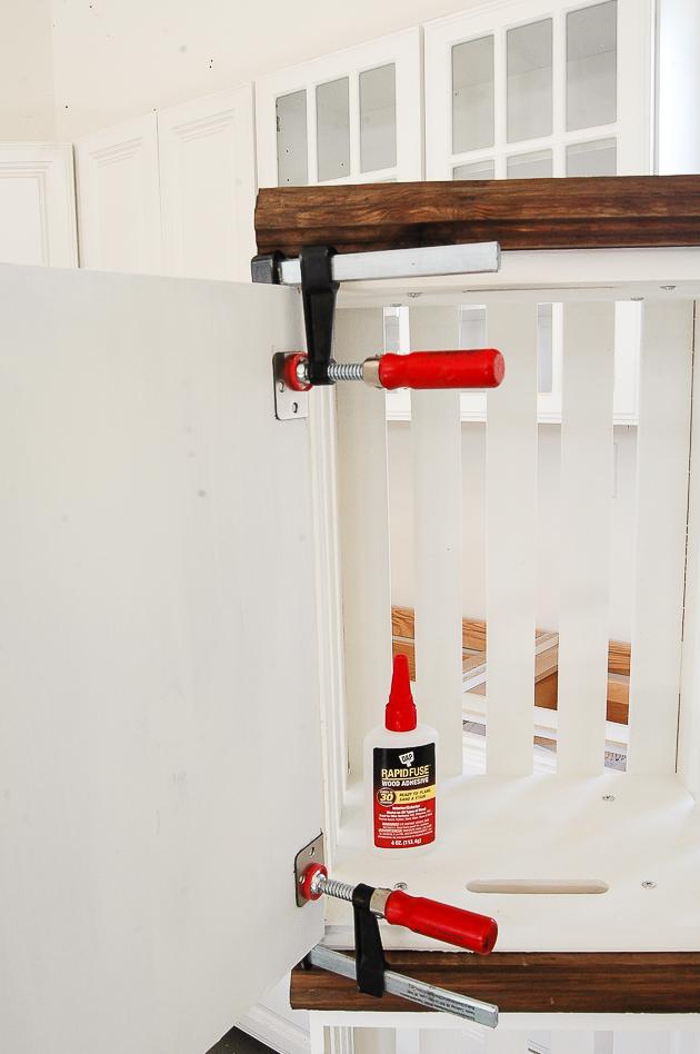 Adding door hinges to crate lockers
