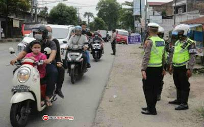 Petugas Gabungan Razia Kendaraan Berplat Luar Daerah Yang Akan Memasuki Kota Medan