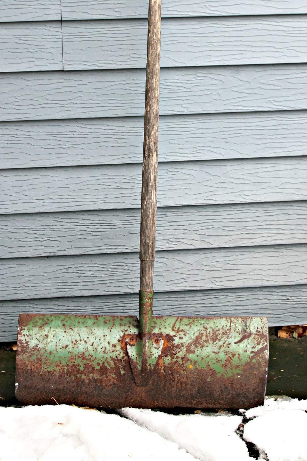 Vintage Rusty Snow Shovel Sign | Organized Clutter | Bloglovin\'