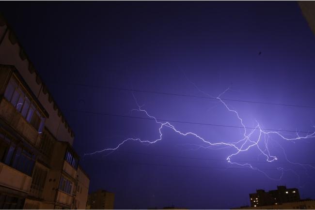 BMKG Prediksi Hujan Lebat Disertai Kilat dan Angin Kencang Terjadi di Bone dan Wajo