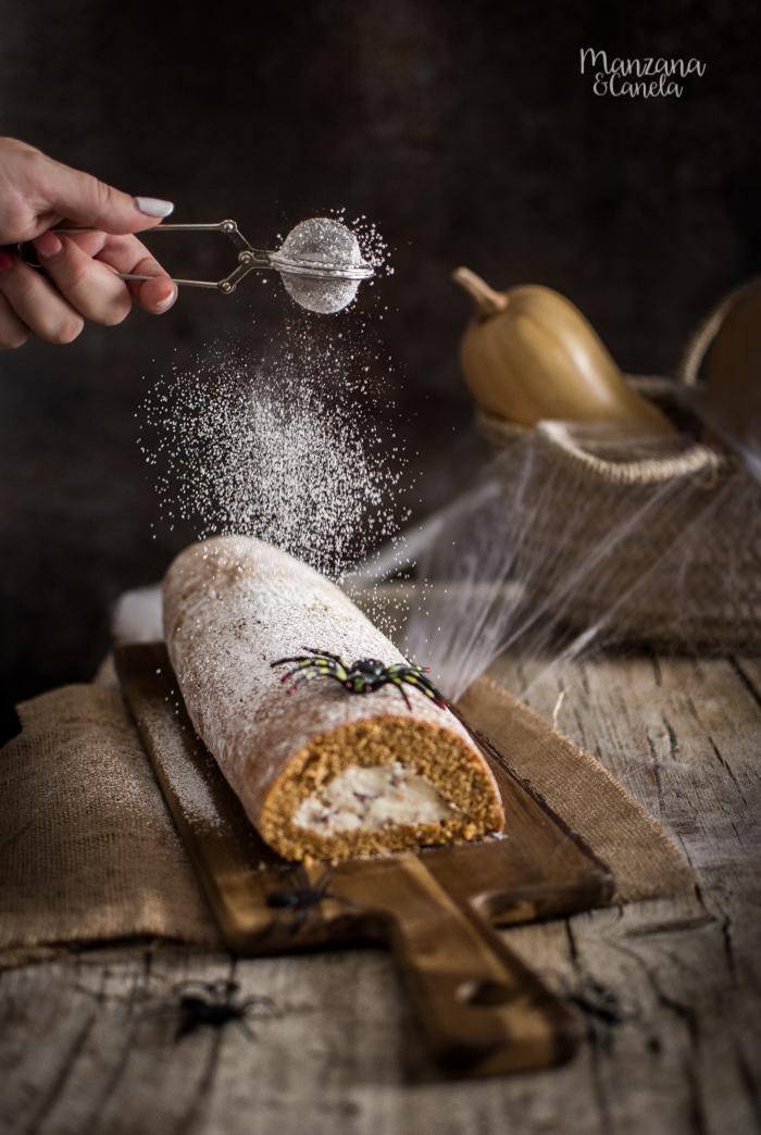 Rollo de calabaza con crema de queso y nueces pecanas. Receta perfecta para Halloween