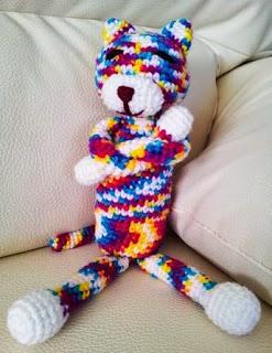 http://www.crochet-fan.es/2013/05/mi-amineko-patron-en-espanol.html