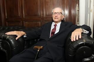 Ex-governador da Bahia e ex-reitor da Ufba, Roberto Santos, morre aos 94 anos