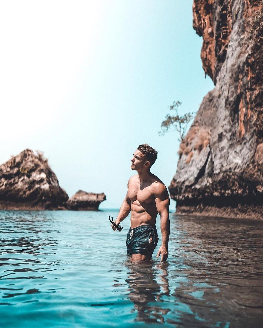 beautiful-barechest-beefy-male-hunk-water-sea-sunny-summer-aestetic-tumblr-pictures