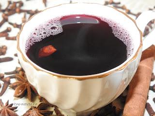 Vin fiert reteta simpla cu scortisoara cuisoare si anason retete culinare traditionale pentru Craciun si Sarbatori de iarna bauturi alcoolice calde si dulci cu vin rosu de butuc de casa,