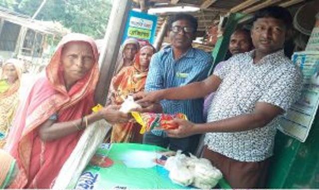 সুন্দরগঞ্জে দুঃস্থদের মাঝে সেমাই-চিনি বিতরণ
