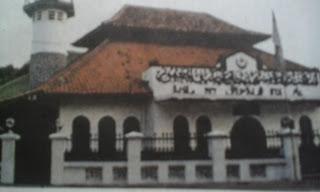 """Image """"Masjid Al Makmur Cikini"""" (Foto: Warta Kota)"""