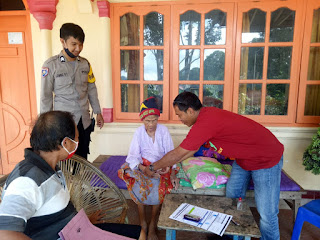 Bhabinkamtibmas Polsek Saluputti Kawal Penyaluran BLT di Lembang Ratte Talonge