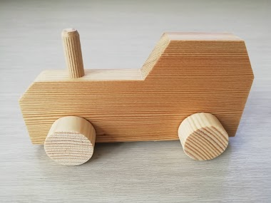 Nabídka stavebnice dřevěné autíčko a dřevěný traktůrek (wooden toys)