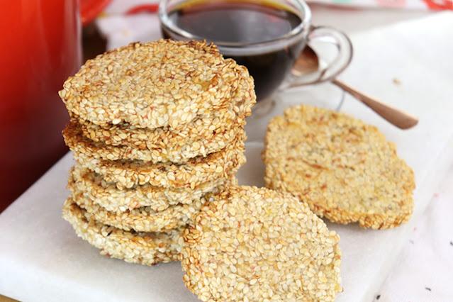 É zero farinha e só 2 ingredientes, este biscoito doce é surpreendente! Sem açúcar e sem ovo