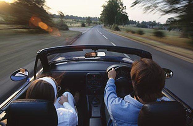 لماذا يقود الإنجليز سياراتهم على اليسار