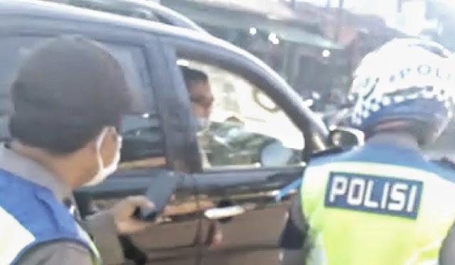 Oknum Polisi Kendarai Fortuner Marah-marah saat Ditegur Tak Pakai Masker, Lihat Gayanya