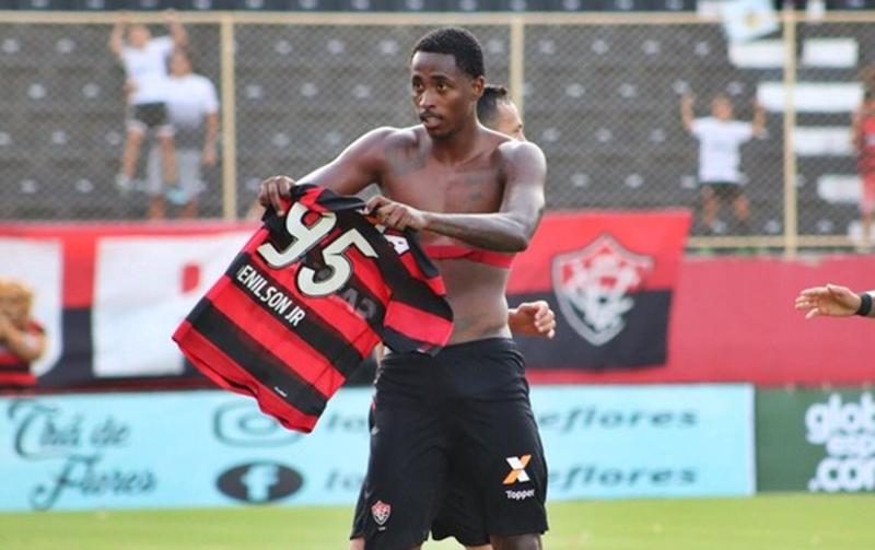 Com gol de placa, Vitória bate Bahia de Feira por 3x0 e segue na liderança do Baianão 1