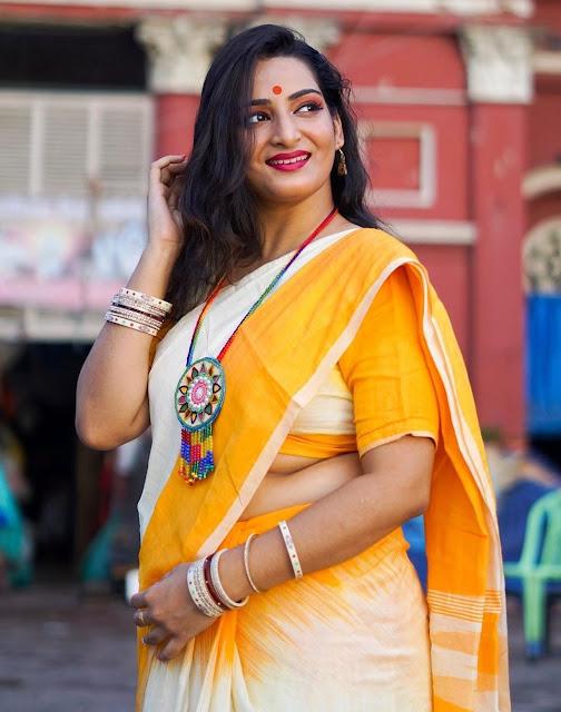 Bengali Model Hot Pictures In Saree Navel Queens
