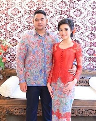 Gambar Model Kebaya Brokat Couple Modifikasi Untuk Pasangan Muda Mudi