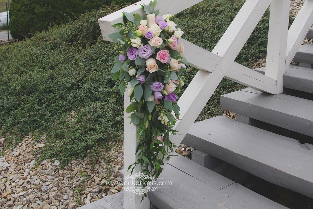 Kwiaty dekoracja wejścia na salę wesele Trzy Drzewa