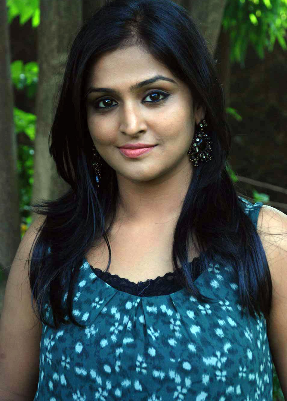 remya nambeesan profile biography family photos wiki biodata body