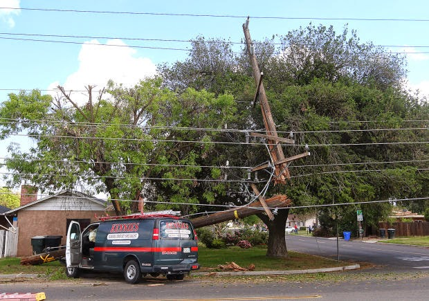 Kings county kennie's van collision accident power pole 11th mulberry
