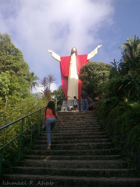 Going up the Kamay ni Hesus Shrine, Lucban
