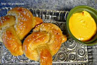 How to make soft baked pretzels