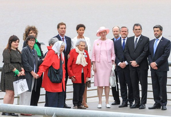 The Queen visited the opera house Teatro Colon, and  Danish Hogar Danes center. Parque de la Memoria