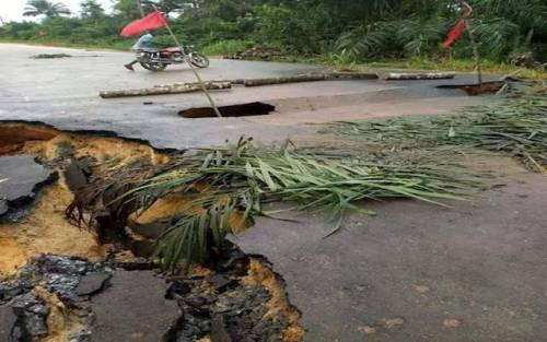 Multi-Million Naira Road Collapses A Month After Commissioning In Delta (Photos)