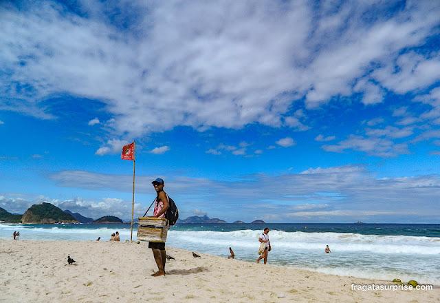 Vendedores ambulantes na Praia de Copacabana