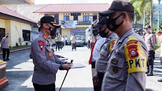 Kapolres Tana Toraja Berikan Reward Kepada Personilnya dan Masyarakat Yang Berprestasi dan Berdedikasi