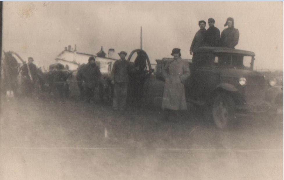 На заднем плане здание Артемовского мясокомбината. Декабрь 1946 г.