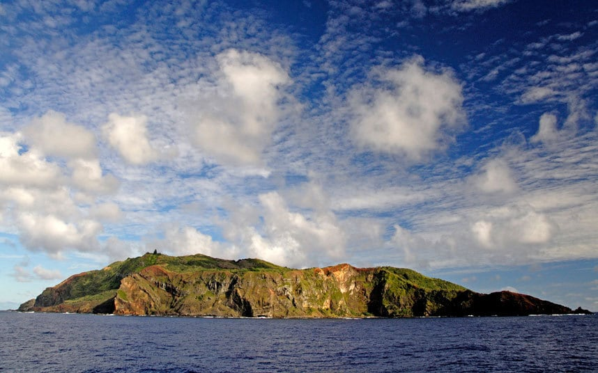 pitcairn men The pitcairn islands are a loosely grouped handful of tiny islands in the remote south pacific,  the recent trials of several pitcairn men,.