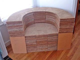 Bonito sillón con cartón reciclado