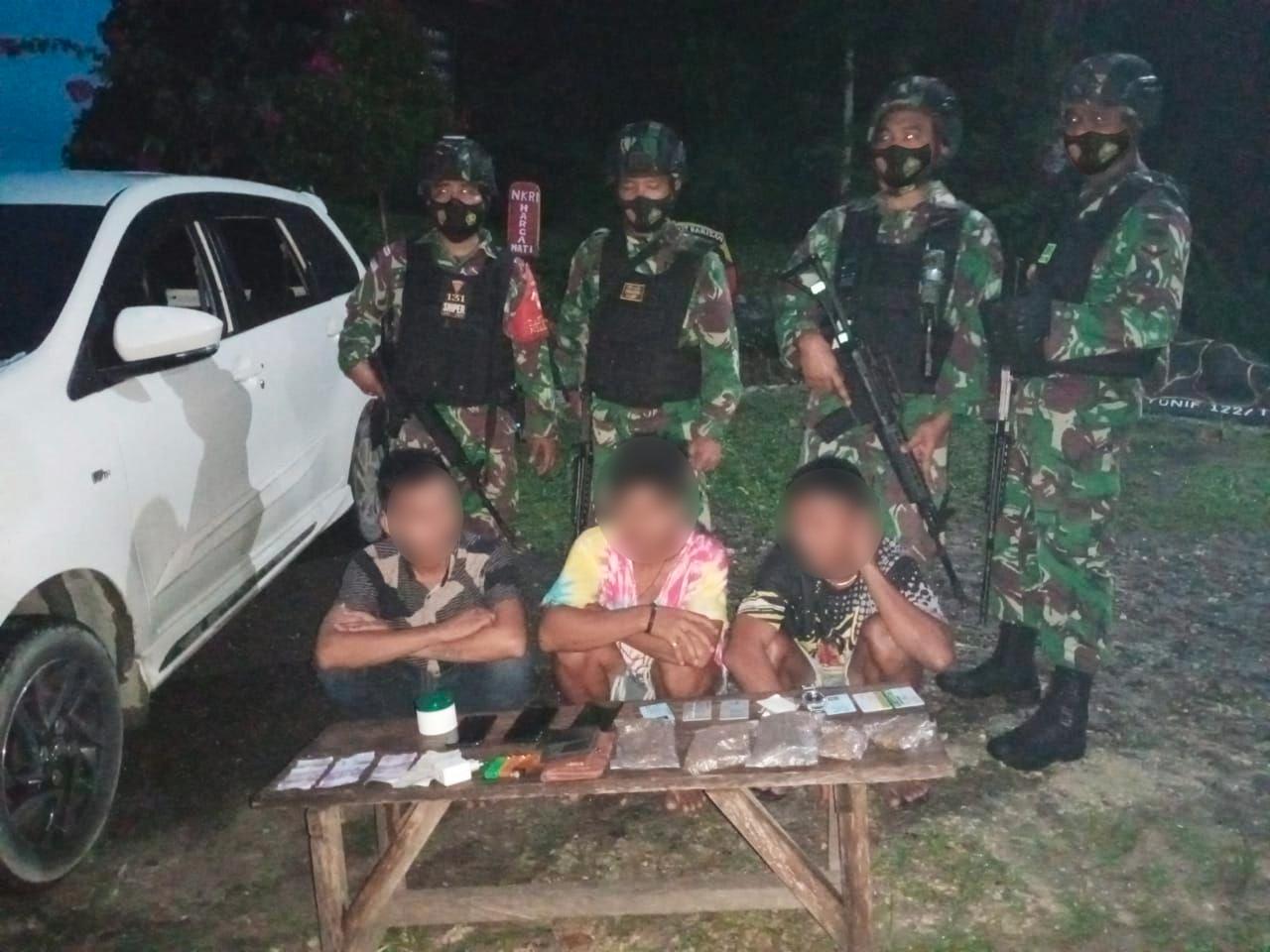 Terjaring Sweeping, TNI Amankan 3 Penyelundup Ganja di Perbatasan RI-PNG