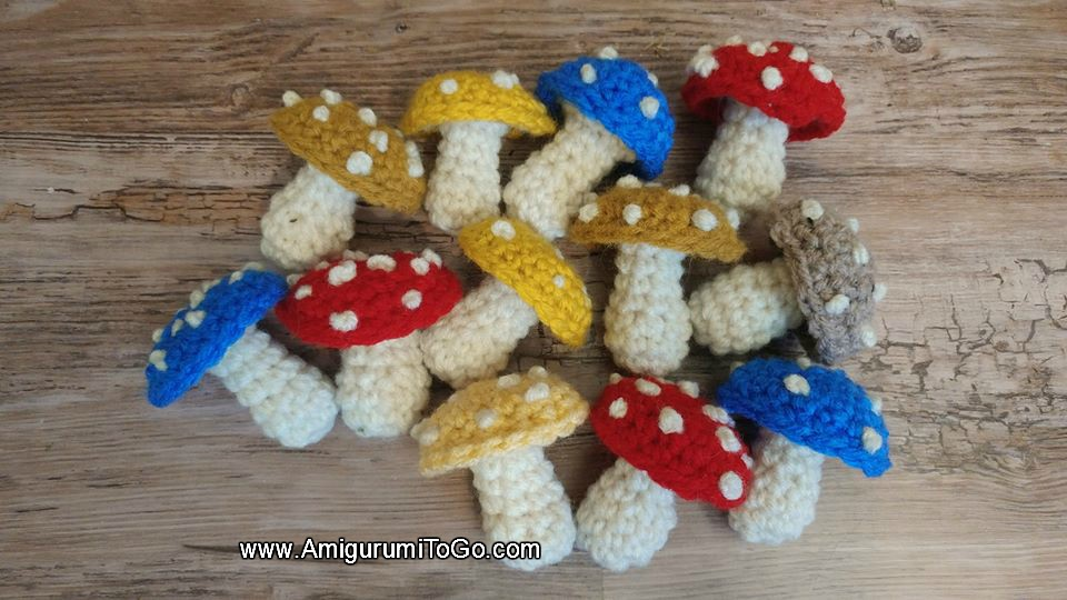 Mushroom keychain pattern free crochet ⋆ Crochet Kingdom | 540x960