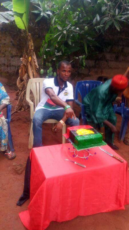 "See the ""ugly"" Biafran birthday cake cut by celebrant today"