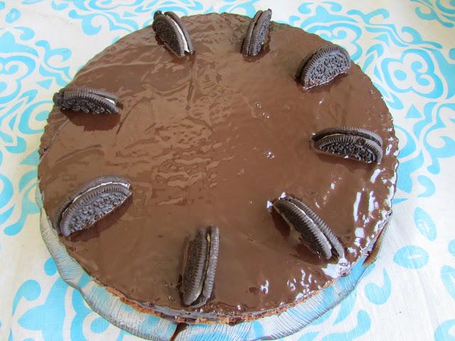 torcik czekoladowy z kremem jogurtowym