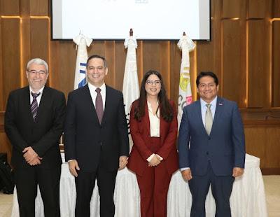 Representantes de WV, IIN, Indotel, CONANI